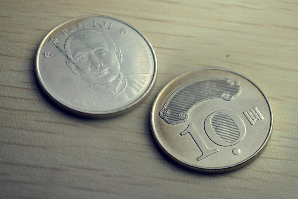Taiwan Coin 1 5 10 And 50 Dollar